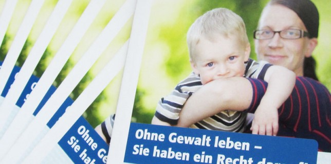 Falzflyer des Netzwerkes gegen Häusliche Gewalt im Landkreis Diepholz, Juli 2013
