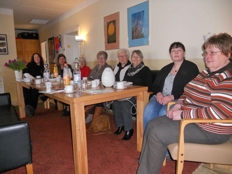 Teilnehmerinnen der Barnstorfer Küchentisch-Gesprächsrunde um Liesl Wuttke besuchen das Diepholzer Frauenhaus, 25.02.2015