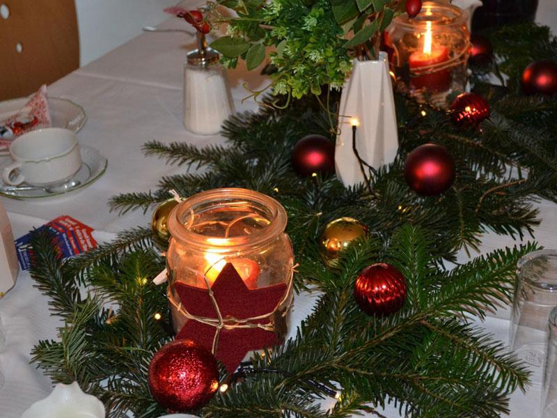 Tischdekoration auf der Weihnachtsfeier des Netzwerkes gegen Häusliche Gewalt