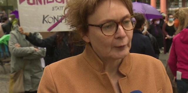 Demonstranten fordern bessere Finanzierung von Frauenhäusern. Bild: Screenshot aus NDR-Video